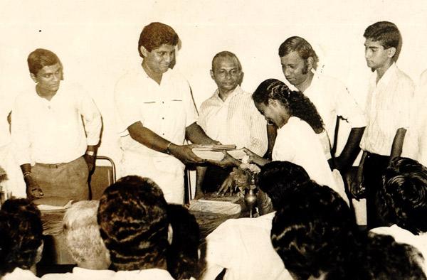 09 09 1990 Books donation to Rajasisugama Library